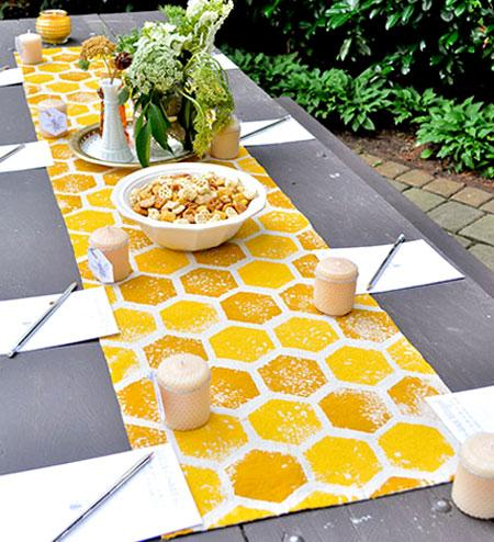 2013-08-12-mailloux_honey_bee_bridal_shower_diy_honeycomb_table_runner1
