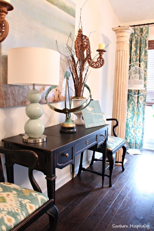 Tutorial for painting furniture using chalk paint by Southern Hospitality featured on @Remodelaholic