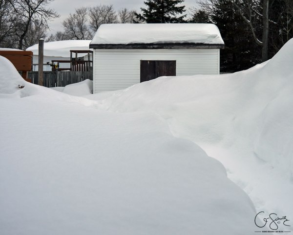 Build a patio table that can withstand Canada winters by Q-Schmitz featured on @Remodelaholic