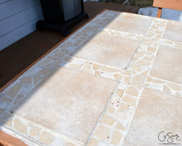 DIY tiled table top with mosaic tile accents by Q-Schmitz featured on @Remodelaholic