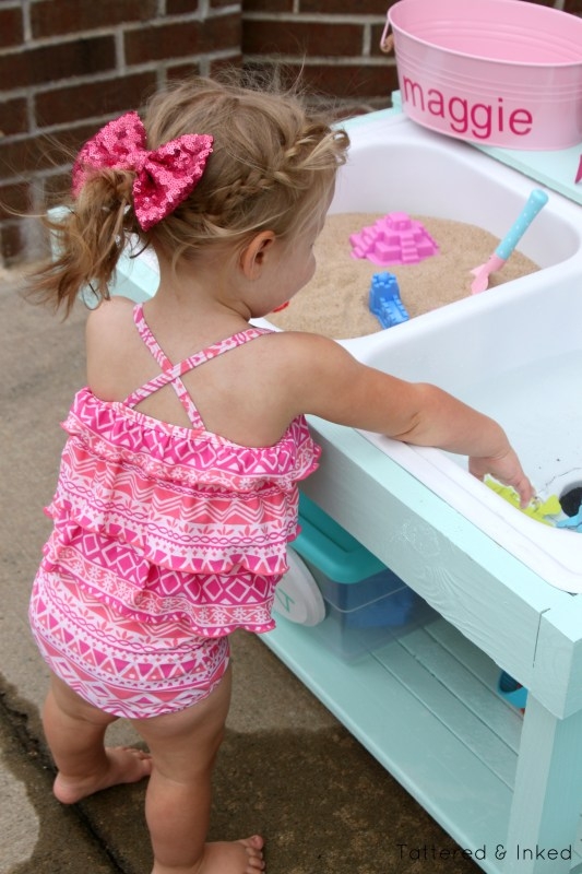 DIY sand and water table using an old kitchen sink by Tattered and Inked featured on @Remodelaholic