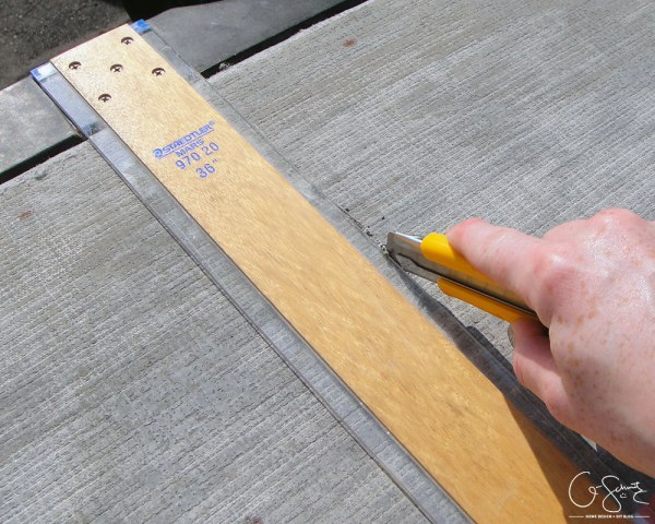 How to build a tiled table top by Q-Schmitz featured on @Remodelaholic