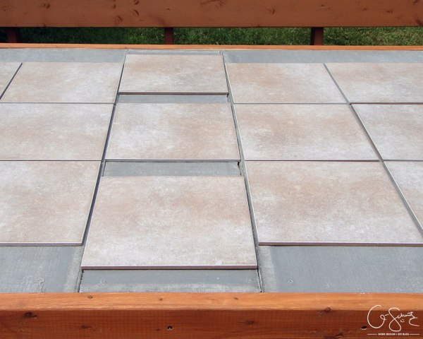 How to build your own tile table top by Q-Schmitz featured on @Remodelaholic