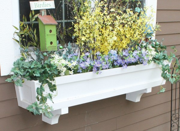 build a window box planter in 5 easy steps @Remodelaholic feat