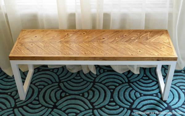 Love this gorgeous chevron bench, perfect for an entry way. Free DIY building plans and tutorial.