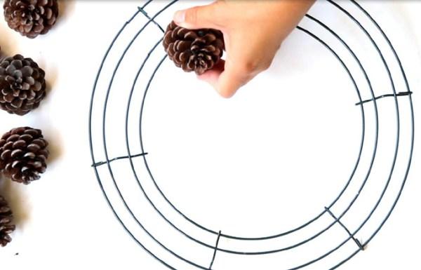 DIY-pinecone-wreath-apieceofrainbowblog (15)