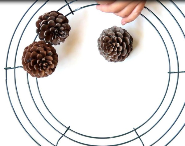 DIY-pinecone-wreath-apieceofrainbowblog (17)