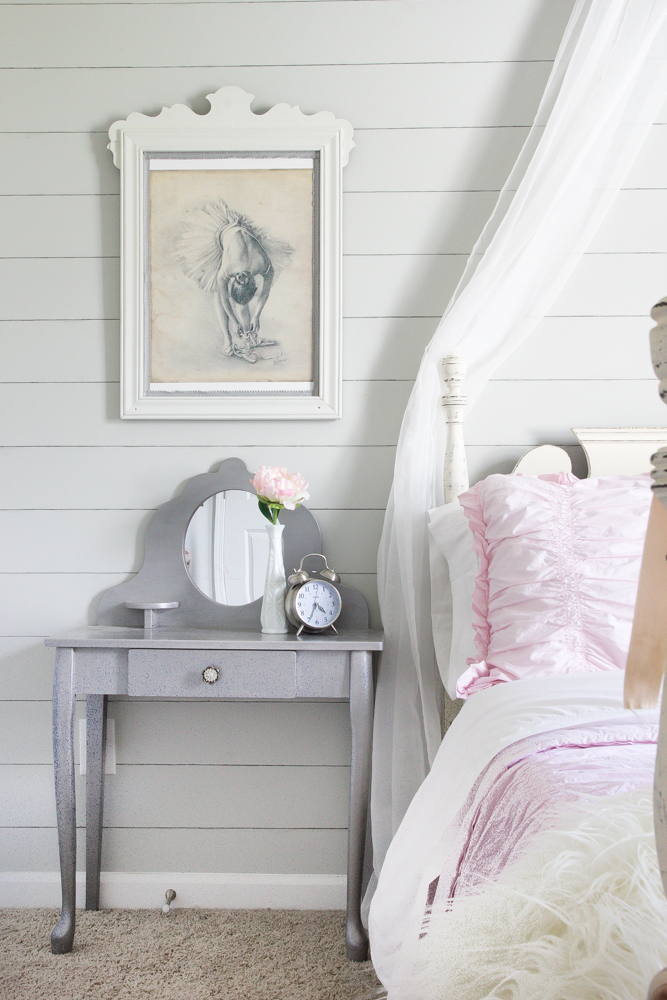 How to Shiplap a Wall for Free   Bless'er House for Remodelaholic.com - A quick and easy tutorial on how to shiplap a wall for free using just two standard toolbox items. No hard labor, no damage, and no commitment needed.