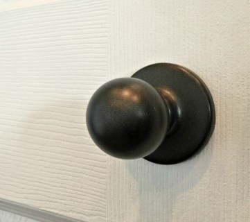 How to Upgrade Door Knobs with Spray Paint, The Tried and Tested Method