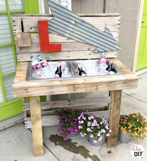 diy-drink-station-from-pallets-diva-of-diy-featured-on-remodelaholic