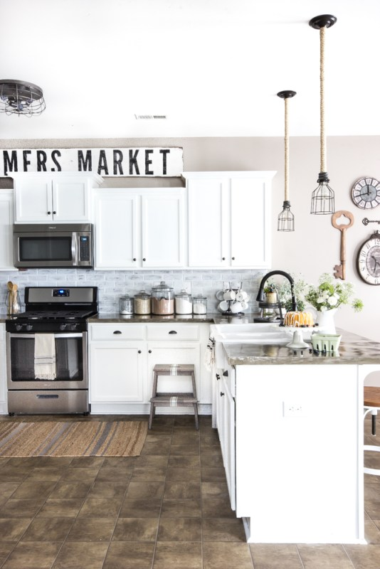 Remodelaholic how to make painted farmhouse signs the - What to do with the space above kitchen cabinets ...