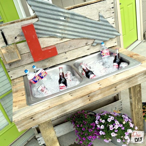 tutorial-for-building-a-pallet-wood-and-kitchen-sink-drink-cooler-diva-of-diy-featured-on-remodelaholic