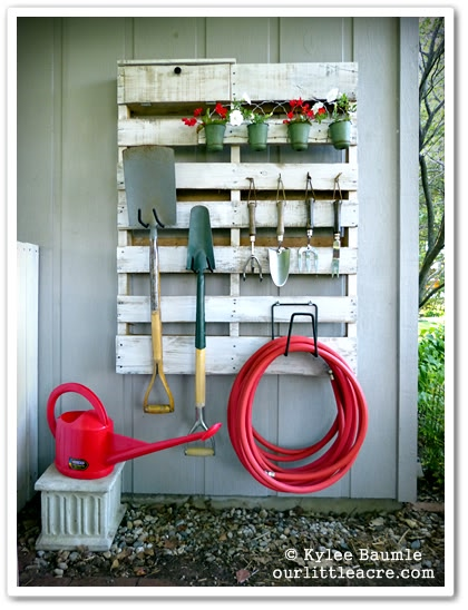 Garden organziation with pallets. 16 clever organization pallet hacks featured on remodelaholic.com