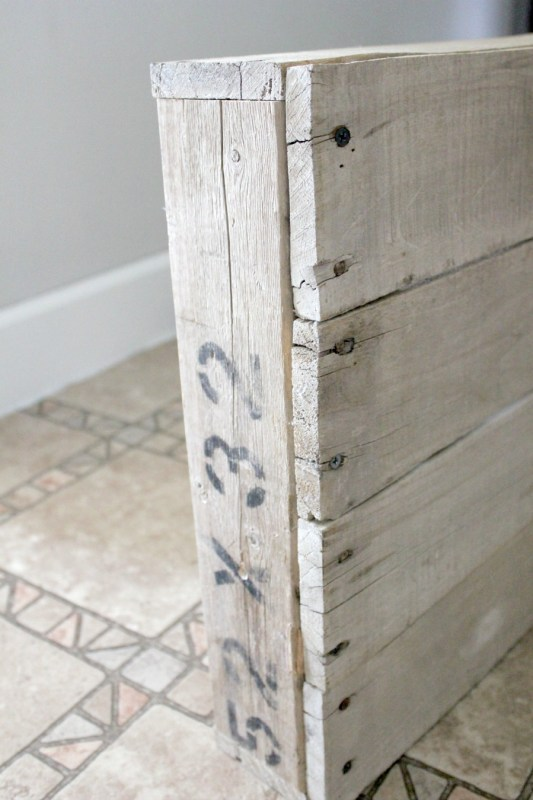 build-your-own-lightbox-using-pallet-wood-noting-grace-featured-on-remodelaholic