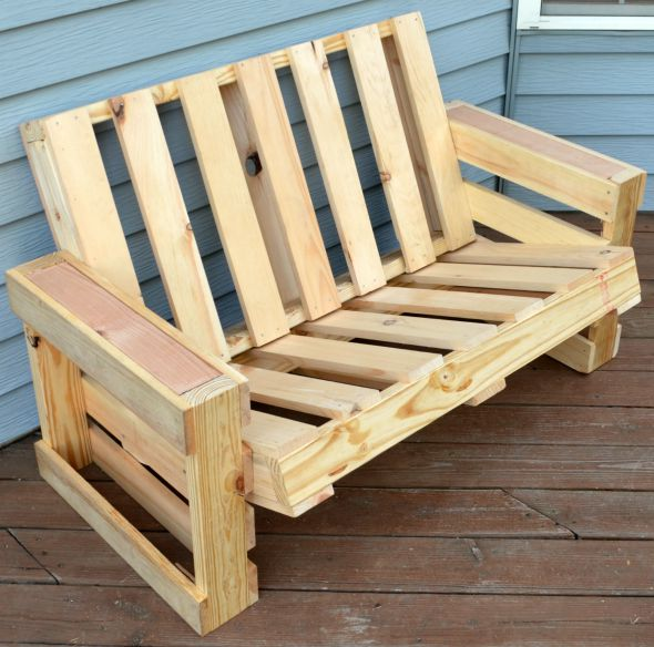 pallet-wood-love-seat-diy-by-one-artsy-mama-featured-on-remodelaholic