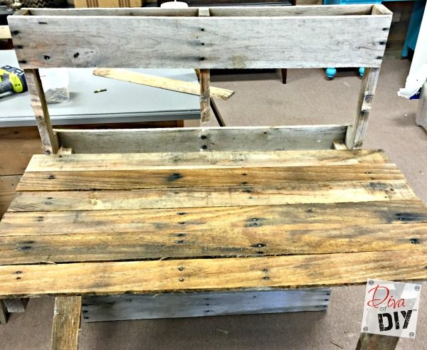 tutorial-to-build-a-patio-drink-station-using-pallets-and-an-old-sink-diva-of-diy-featured-on-remodelaholic
