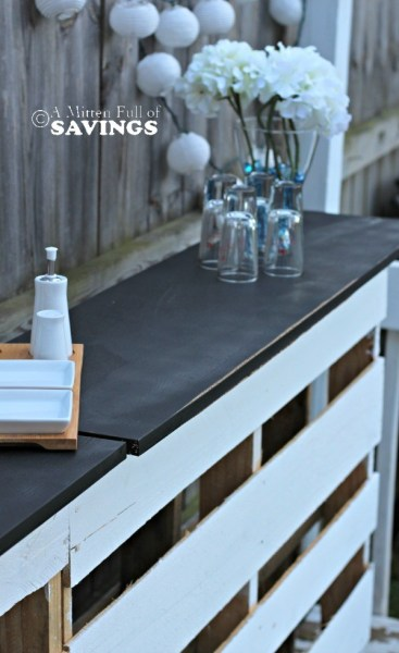 diy-patio-bar-out-of-wood-pallets