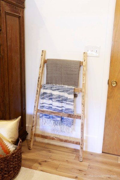 free-pallet-blanket-ladder-diy-tutorial-also-great-for-storing-shoes-remodelaholic-9104