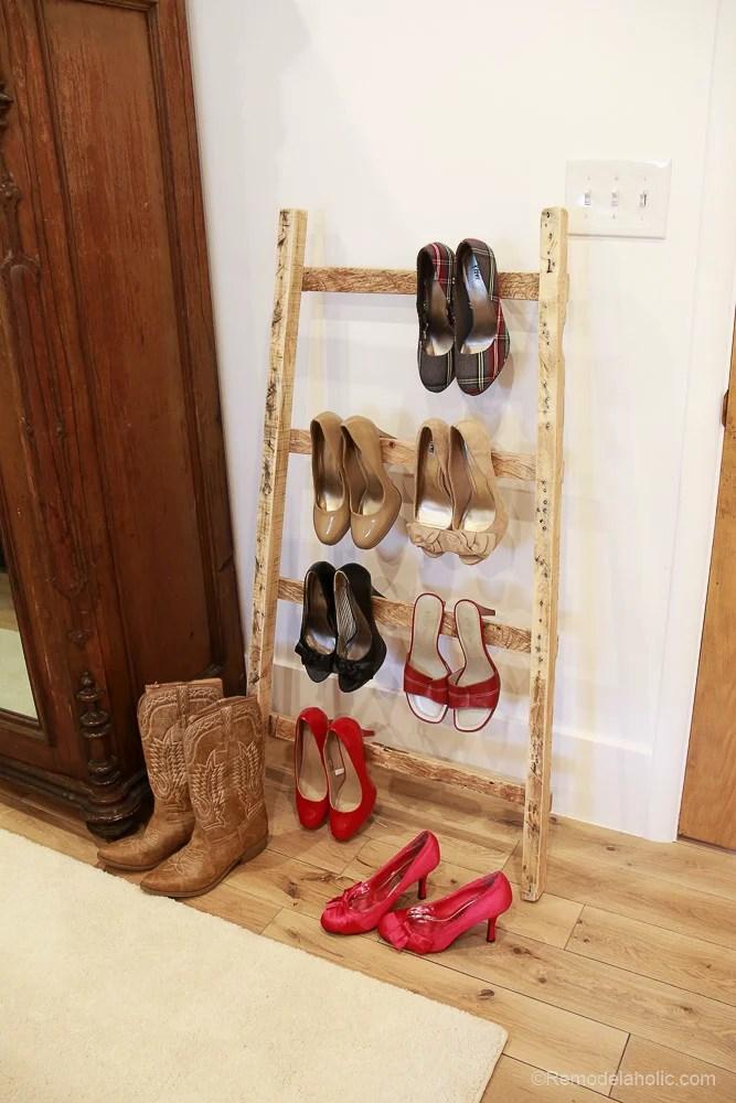 free-pallet-blanket-ladder-diy-tutorial-also-great-for-storing-shoes-remodelaholic-9129