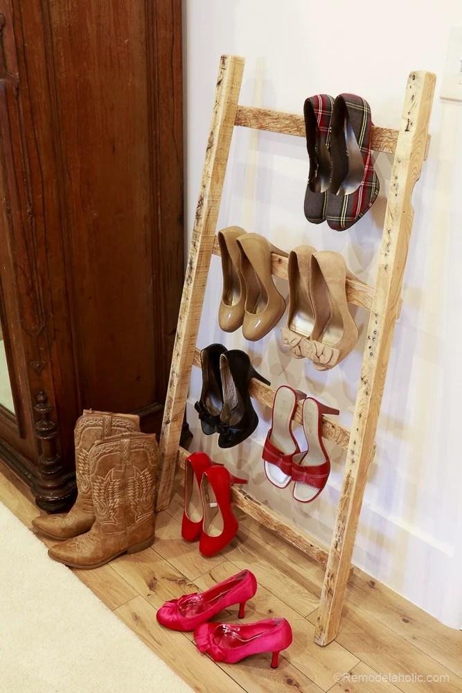 free-pallet-blanket-ladder-diy-tutorial-also-great-for-storing-shoes-remodelaholic-9135