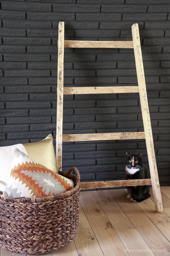 free-pallet-blanket-ladder-diy-tutorial-also-great-for-storing-shoes-remodelaholic-9157