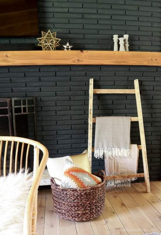 free-pallet-blanket-ladder-diy-tutorial-also-great-for-storing-shoes-remodelaholic-9159