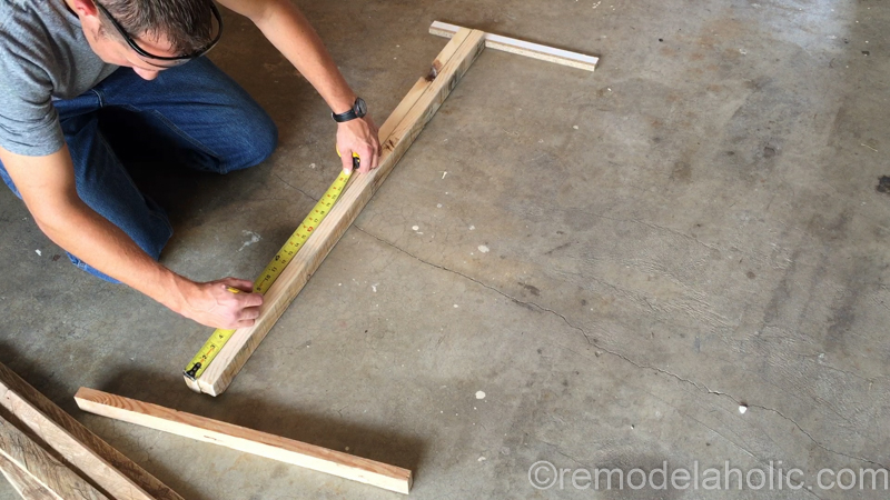 rustic-pallet-wood-blanket-ladder-16