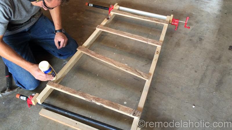 rustic-pallet-wood-blanket-ladder-21