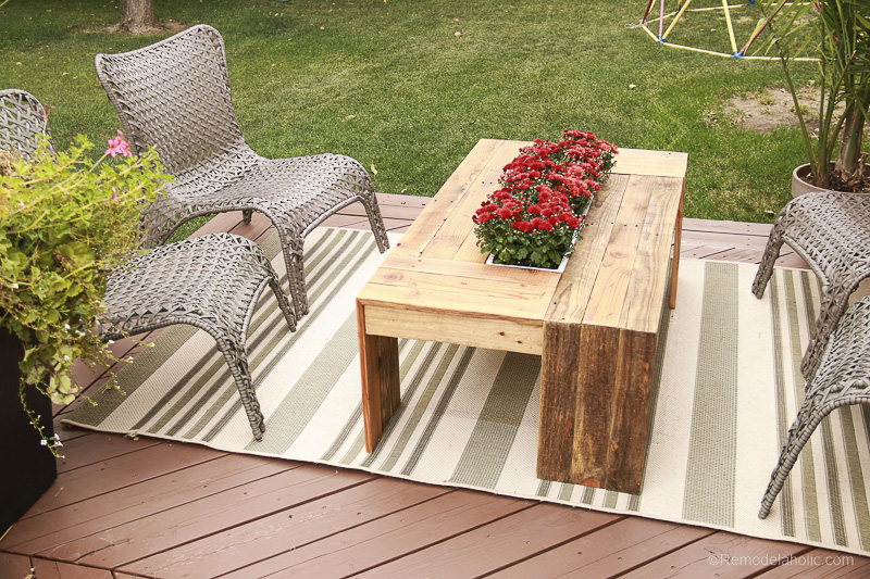 rustic-pallet-wood-coffee-table-remodelaholic-9230