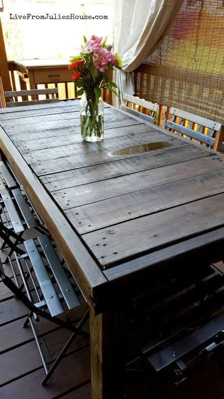 diy-pallet-table-live-from-julies-house