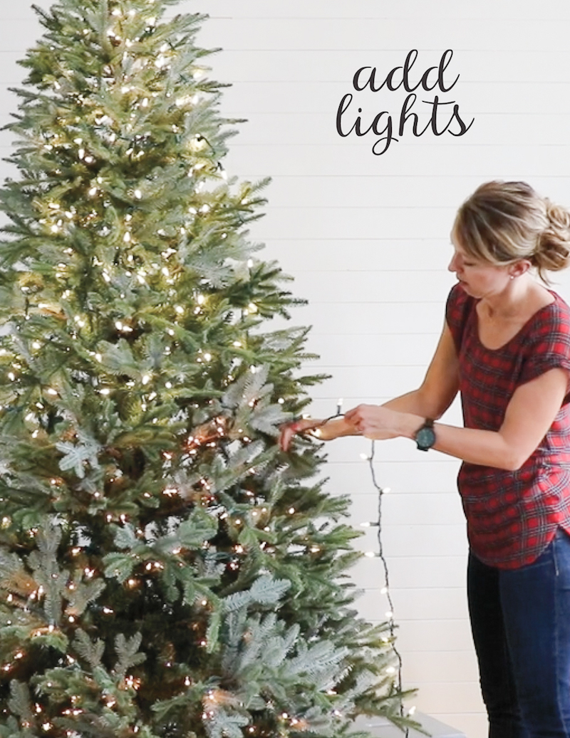 How to Decorate a Christmas Tree, in Just FIVE Steps! A beautiful well-decorated Christmas tree might look daunting, but this 5-step process will help you make it catalog-worthy, whether your style is more sparkly glam or more cottage rustic. Details from Sincerely Sara D on Remodelaholic.com