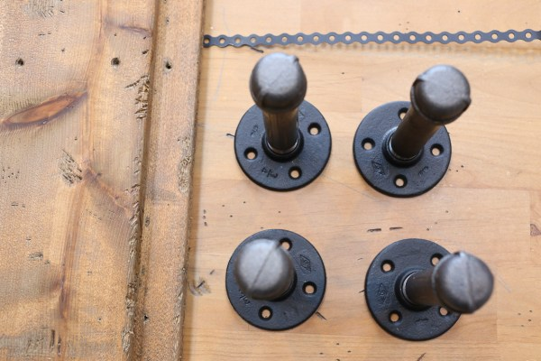 diy-industrial-reclaimed-wood-shelves-with-pipe-brackets-3