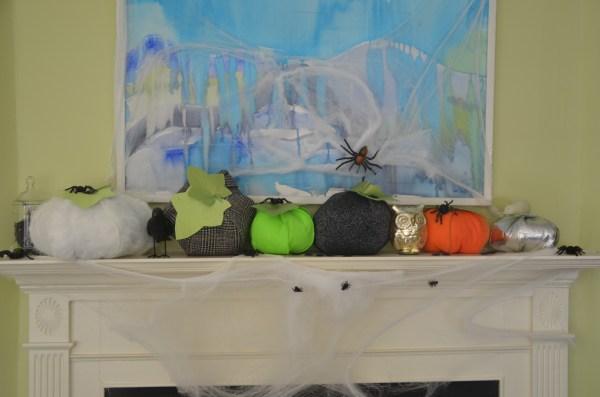 halloween-pumpkin-mantel