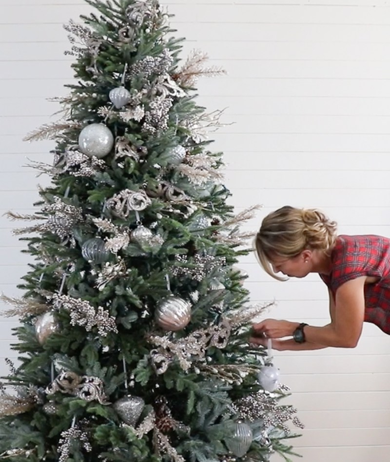 How To Decorate A Christmas Tree In 5