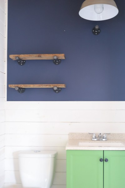 time-lapsediy-industrial-reclaimed-wood-shelves-with-pipe-brackets-7