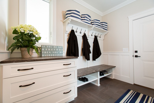 Wall color is Pale Oak by Benjamin Moore. Color Spotlight on Remodelaholic