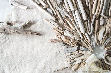 tableandhearth-driftwood-tree-skirt-12