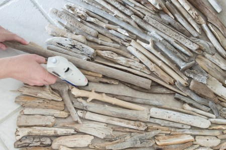 tableandhearth-driftwood-tree-skirt-13