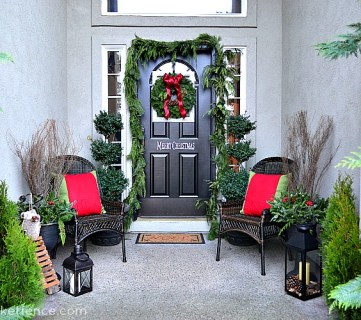 20 Festive Christmas Porches You'll Love