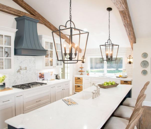 Did you love the first episode of season four of FIXER UPPER? Get the look of the Fixer Upper Cargo Ship House Kitchen with these tips from Remodelaholic.com