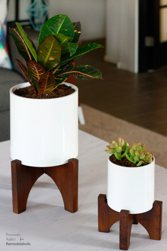 How To Make Modern White Tabletop Planters | Elevate your house plants with these modern wood tabletop planters that you can make in a few hours! Get the full tutorial and building template from Pneumatic Addict on Remodelaholic.com