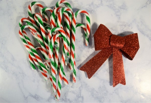 How to make a candy cane wreath with a bow