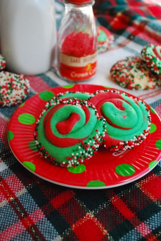 Looking for a fun and festive dessert to take to a holiday party or share with some friends? Look no further here are 11 Delicious Holiday Treat Recipes featured on Remodelaholic.com