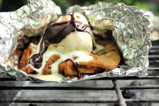 Oh my, a grilled cookie!!! Who has tried this? I can't wait. Grilled Chocolate Chip Cookie Sundae by Brown Sugar Mama.