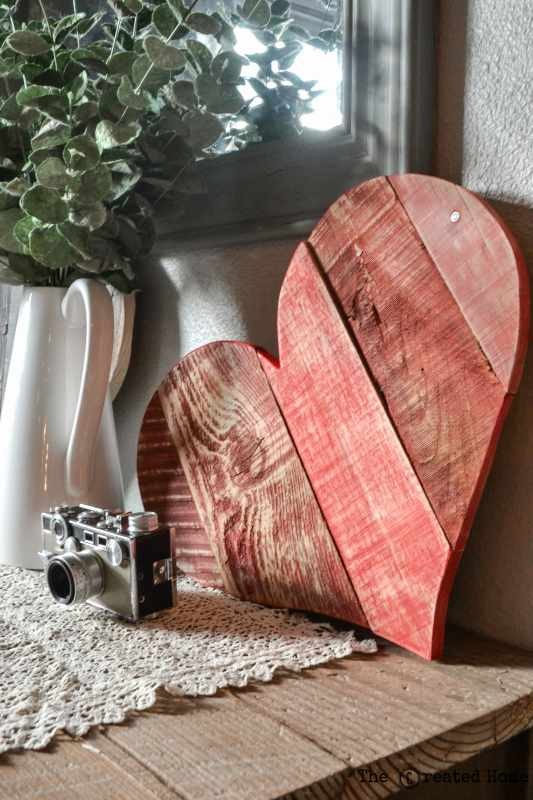 Diy Rustic Pallet Hearts Tutorial, The Created Home On @Remodelaholic (7)
