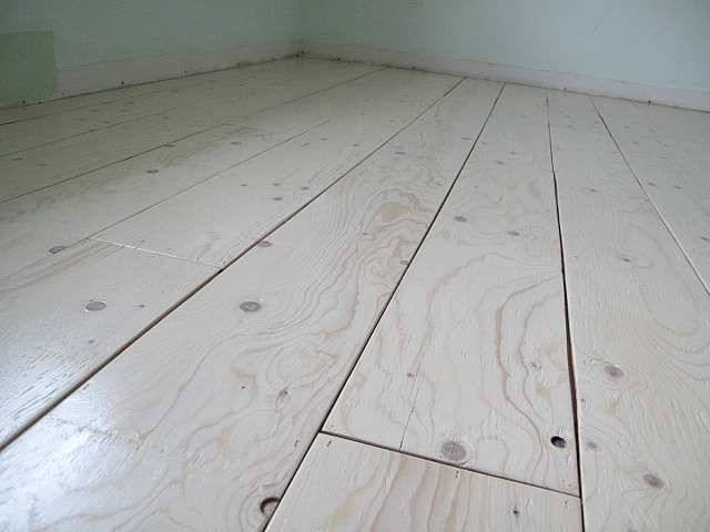 Remodelaholic diy plywood flooring pros and cons tips sharktails diy plywood plank floors solutioingenieria Choice Image