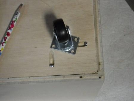 Remodelaholic Plywood Toybox Images (16)