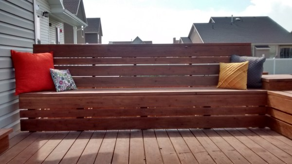 Space-Saving Deck Benches Tutorial @Remodelaholic.com
