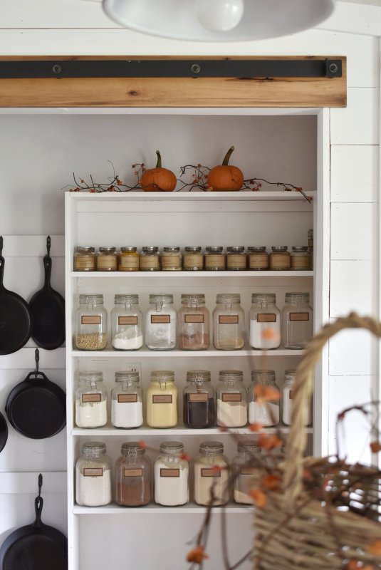 A+Simple+Farmhouse+Fall+Tour+Dining+Room+and+Kitchen