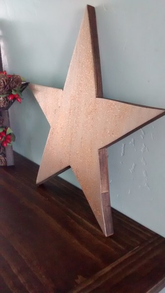 Gold Glitter Star | How to build 3 wooden Christmas stars from just ONE board, for about $12. These decorative wood stars are great for decorating for the Fourth of July and year round, too! | One board project | Christmas stars | Easy DIY building projects